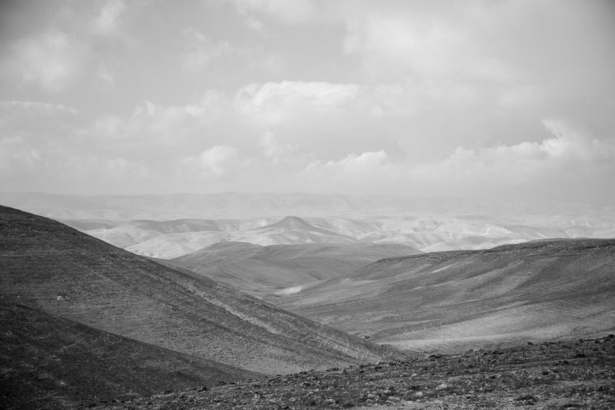 Szétárad csontjainkban a sivatag hangulata