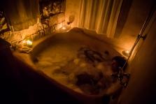 אור נרות באמבטיה